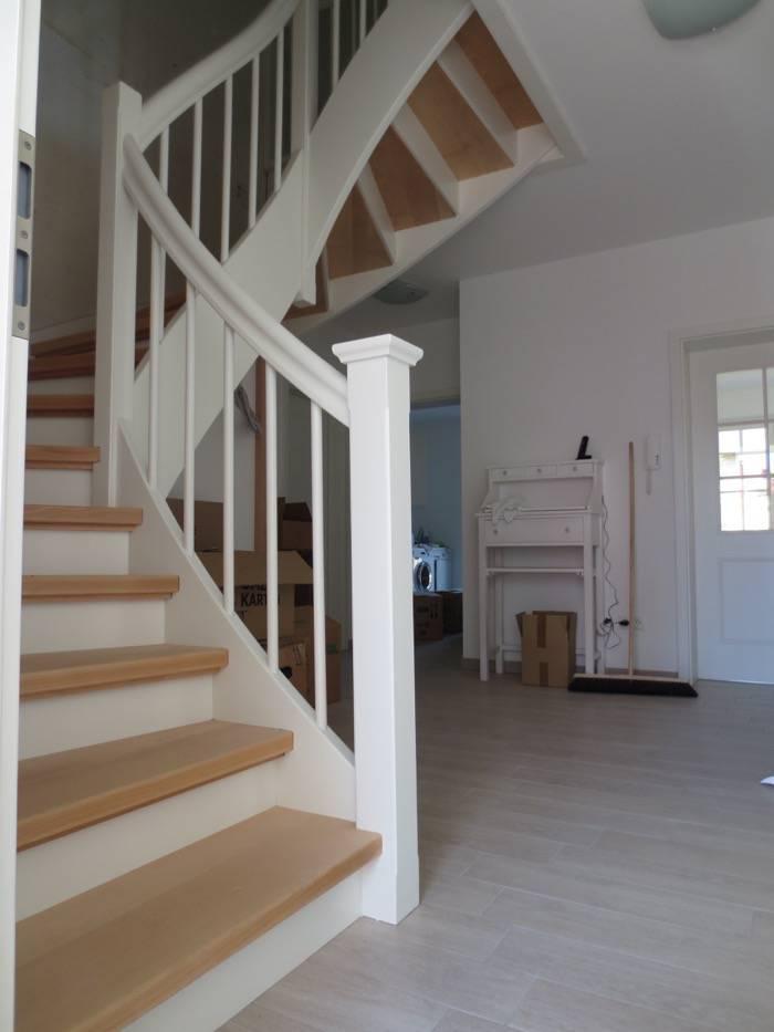 2x viertel gewendelt buche wei lack mit eckpfosten gedrechselten st be schreinerei rolf. Black Bedroom Furniture Sets. Home Design Ideas