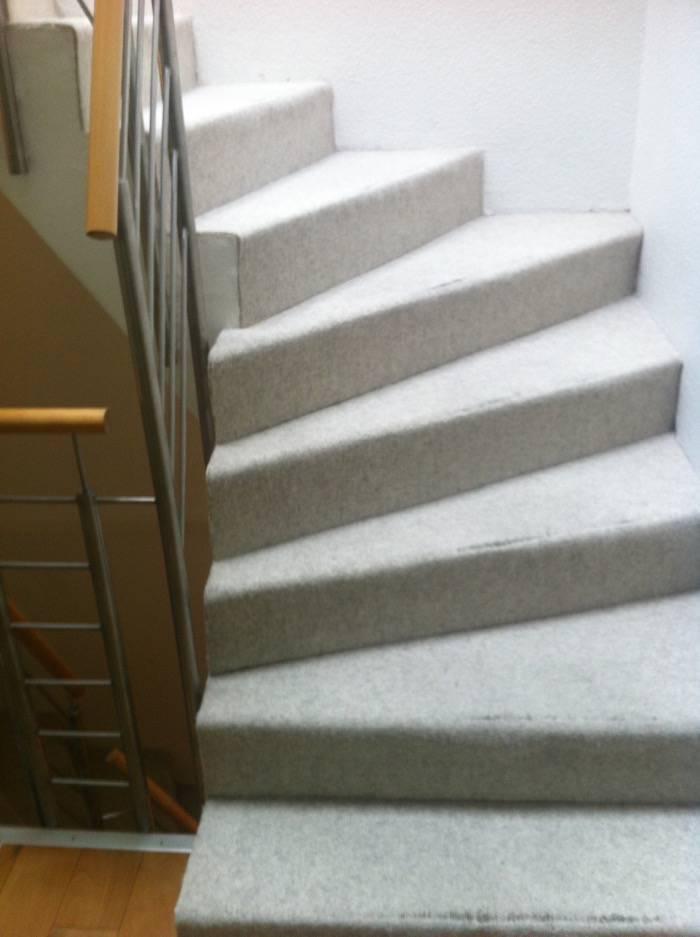 treppenrestaurierung stufen buche sto bretter grau lackiert halb gewendelt schreinerei. Black Bedroom Furniture Sets. Home Design Ideas
