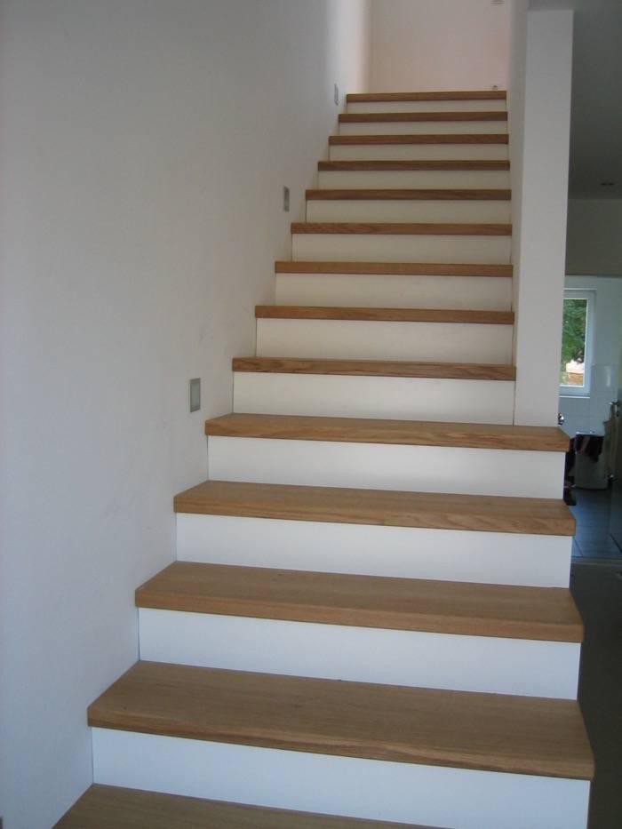 stufen auf betontreppe gerader lauf eichestufen sto wei lack schreinerei rolf sch fer. Black Bedroom Furniture Sets. Home Design Ideas