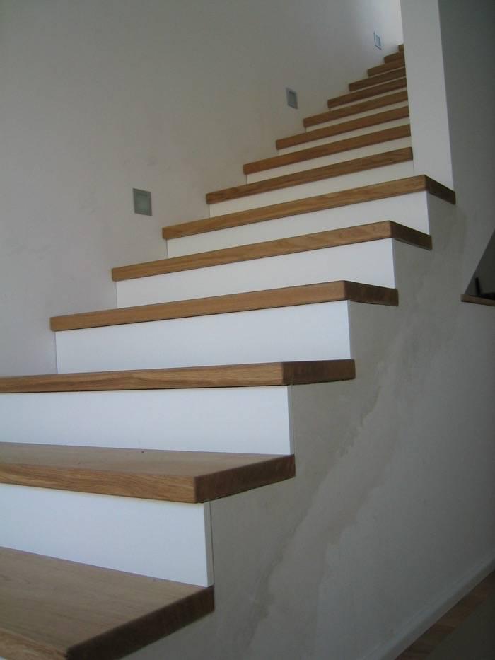 stufen auf betontreppe gerader lauf eichestufen stoss