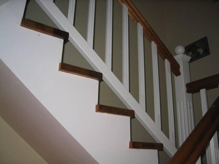 stufen auf betontreppe gegen l ufig mit podest eiche wei lack gel nder landhausstil. Black Bedroom Furniture Sets. Home Design Ideas