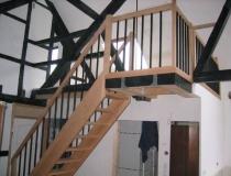 Treppenrestaurierung – Stufen Eiche – halb-gewendelt mit Podest