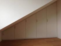 Einbauschränke  weiß-lack – Dachschräge mit innen Schubladen