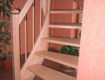 halb-gewendelt – Buche hell – Pfosten mit Pyramidenkopf – Stäbe Holz-Stahl