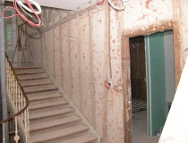 Treppenrestaurierung – Stufen + Stoß Eiche – halb-gewendelt mit Podest