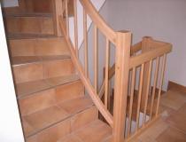 Geländer auf Betontreppe – 2x gewendelt – Buche hell – mit Eckposten – mir Rundstäben Holz