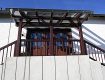 Glasdach mit Holzkonstruktion – Brüstung mit Geländer