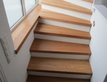 Renovierungsstufen vorher/nachher = Massive Holz-Stufen in europ. Eiche Natur geölt – Setzstufen in weiß lack 9010