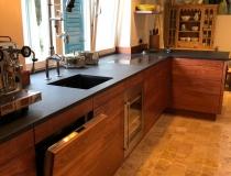 MODERNE Designer LUXUS – Küche = in massive Holz = Bubinga Holz = mit Hartöl Endbehandelt = Arbeitsplatte aus Schiefer