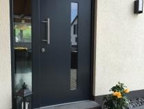 Holztüre mit Stahlkern – mit Seitenteil – Spiegelglas mit Wärmeschutz – Edelstahl Beschläge – Endlackiert RAL 7016